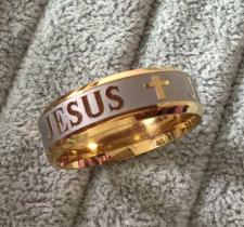 """Ring """"Jesus"""" i Titanium- och 18 K Guldplätering"""