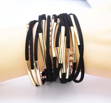 Armband i läder och Strasskristaller samt i 18 K Guldplätering -Svart