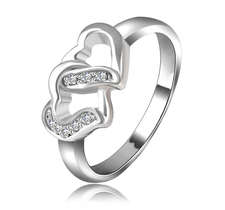 "Ring ""Two hearts"" med små Austrian Crystals och platinumplätering"