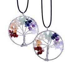 """Halsband """"Chakra""""  -livets träd i 925 Sterling Silverplätering klädd med 7 olika stenar och kristaller samt med läderrem"""