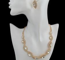 Smyckeset med Austrian Crystals och i 18 K Guldplätering