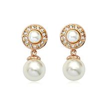 """Örhängen """"White Pearl"""" med Austrian Crystal och i 18 K Guldplätering"""