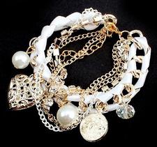 Armband med kristaller, pärlor, medaljonger och kedjor i olika utföranden -Vit