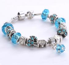 Armband med pärlor, kristaller och andra detaljer i 925 Sterling Silver -Ljusblå