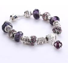 Armband med pärlor, kristaller och andra detaljer i 925 Sterling Silver -Lila