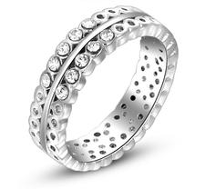 Ring med många små stenar i Austrian Crystals och platinumplätering