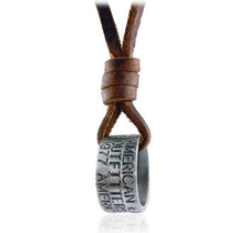Läderrem med ring som hänge