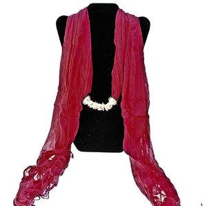 """Bomullsscarf i moderiktig modell med """"hänge"""" -Röd"""