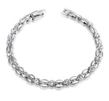Armband med Austrian Crystals och i Platinumplätering
