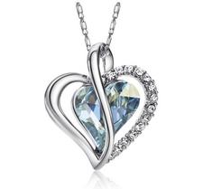 """Halsband """"Love heart"""" med en större ljusblå Austrian Crystal och flera små Austrian Crystals samt i platinumplätering"""