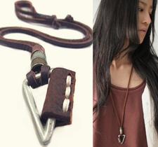 """Halsband """"Triangle"""" med läderrem"""