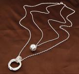Halsband med dubbla hängen i Silver- respektive Guldfärg
