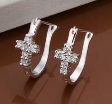 """Örhängen """"Latin Cross"""" med kristaller och i 925 Silverplätering"""
