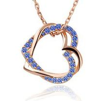 """Halsband """"Double hearts"""" med Austrian crystals och guldplätering -Blå"""