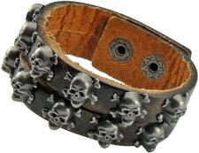 Läderarmband med dödskalledetaljer i metall