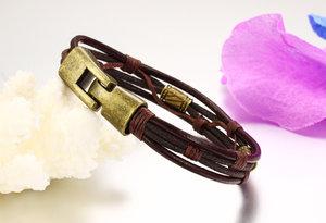 Läderarmband med bl.a repdetaljer i brunt -Antik Brons