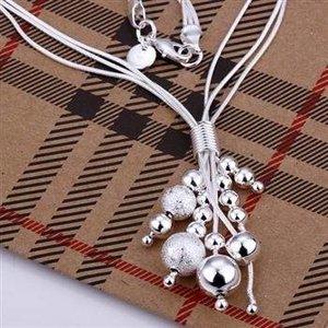 """Halsband """"Silverbollar i olika storlekar"""" i 925 Sterling Silverplätering"""