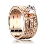 """Ring """"Trippel"""" med en stor Cubic Zirconia och små Austrian Crystals i 18K Roséguldplätering"""