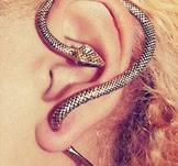 """Örhänge """"Snake"""" i antik Silver- eller Bronsfärg"""