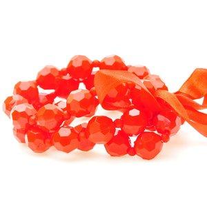 Sött armband med rosett och i röd plast och väv