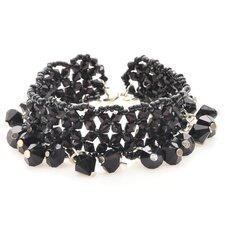 Litet svart och nätt armband med enkel låsning