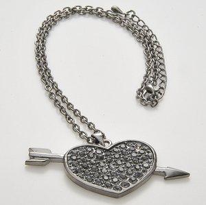 Halsband med skinande stenar i pläterat rhodium