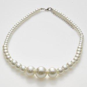 Elegant halsband av sötvattenpärlor i olika storlekar