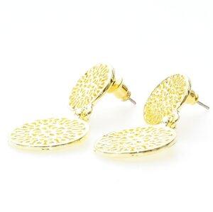 Stora guldpläterade örhängen med detaljer