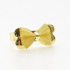 Vacker och stilren ring med rosett i järn och i pläterat guld