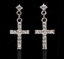 """Örhängen """"Crystal Cross"""" med Cubic Zircinia och i Platinumplätering"""