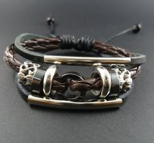 Läderarmband med rep och metalldetaljer