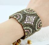 Armband med Rhinestone och pärlor