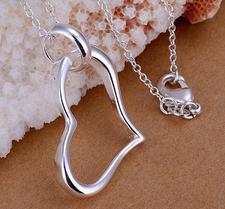 """Halsband """"Hanging Heart"""" med 925 Silverplätering"""