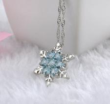 """Halsband """"Snowflake"""" med Cubic Zirconia och i  925 Sterling Silverplätering"""