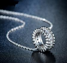 """Halsband """"Circle"""" med Cubic Zircona och i vit guldplätering"""