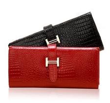 Handväska i äkta läder med Krokodilmönster
