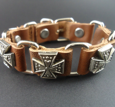 "Läderarmband ""Five Cross"" med metalldetaljer"
