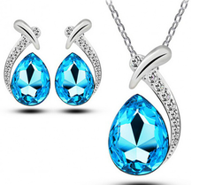 Smyckeset med Blå och Vita Austrian Crystals samt i 925 Sterling Silverplätering