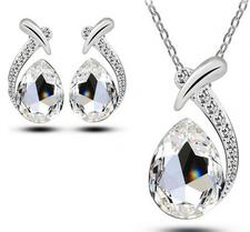 Smyckeset med Vita Austrian Crystals samt i 925 Sterling Silverplätering