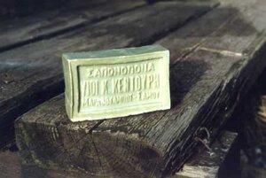 Relaxset från Olivkällan -Grekisk olivtvål 250 gr och ett tvålställ