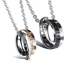 """Halsband """"Eternal Love"""" med två små inpräglade Cubic Zirconia i Rostfritt stål och med Titaniumplätering"""