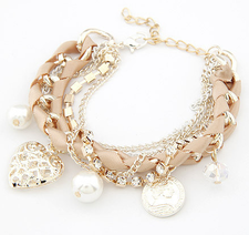Armband med kristaller, pärlor, medaljonger och kedjor i olika utföranden -Beige