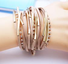 Armband i läder och Strasskristaller samt i 18 K Guldplätering