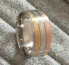 """Ring """"Padre Nuestro"""" i tre skikt med plätering -18K Roséguld, 18K Guld och Platinum"""