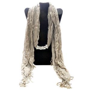 """Bomullsscarf i moderiktig modell med """"hänge"""" -Camel"""